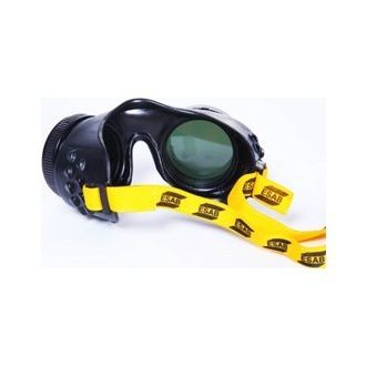ESAB FG2 is a safety goggles that are mostly used for gas welding, brazing, and cutting glass. This pair of ESAB welding goggles has a one-piece PVC frame with a polycarbonate lens that is impact resistant and highly durable. This safety welding goggles come with ventilators that give a clear vision to the user. The holding rings enable users to add straps to the goggles to avoid misplacing it.